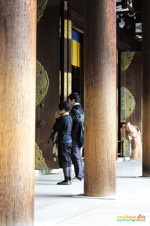 SGMT Japan Tokyo Meiji Shrine 02 Japanese bowing